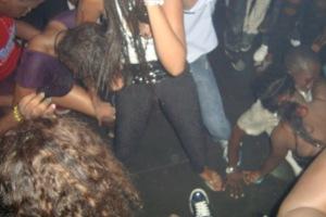 Plus de 60 filles aux habits trop sexy, arrêtées dans des discothèques aux Almadies